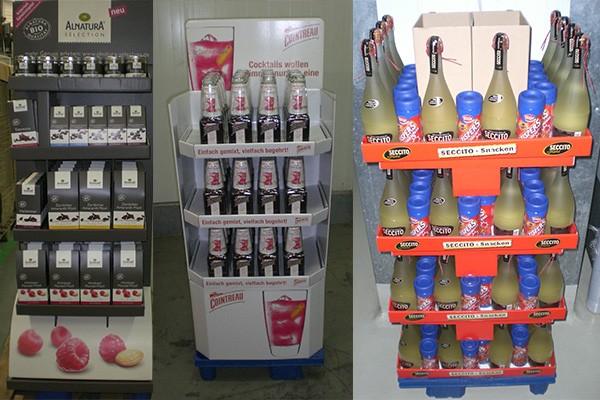 Drei verschiedene Displays aus Pappe mit Getränken